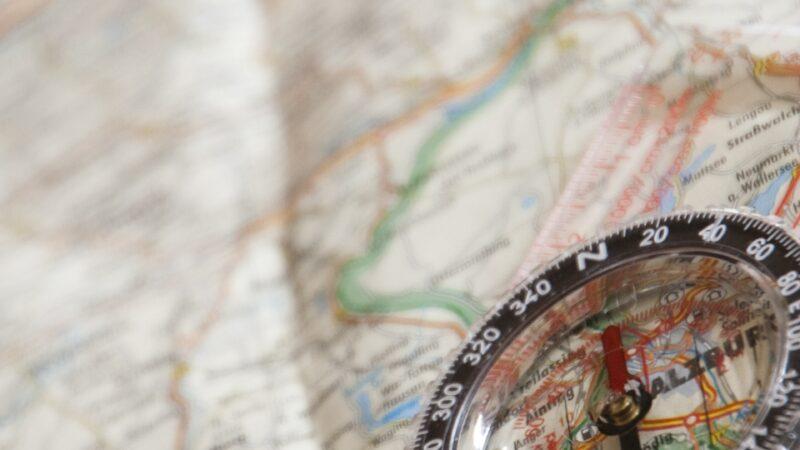 Med karta och kompass i handen – Tove världsbäst på Orientering